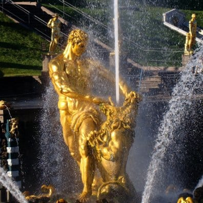 Samson fighting a lion Peterhof